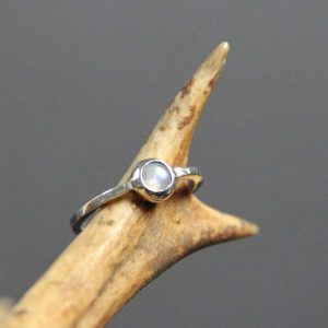 zilveren ring maansteen Fealyn's Jewellery